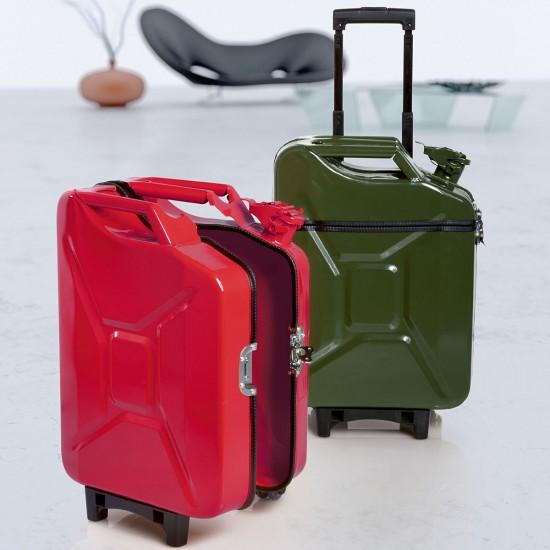 Последним из их дизайнерских находок стали чемоданы переделанные из...
