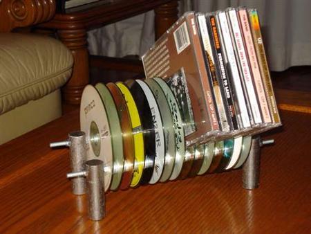 За счет длины шпилек и количества CD дисков можно сделать подставки разных размеров.  Все зависит от вашей фантазии.