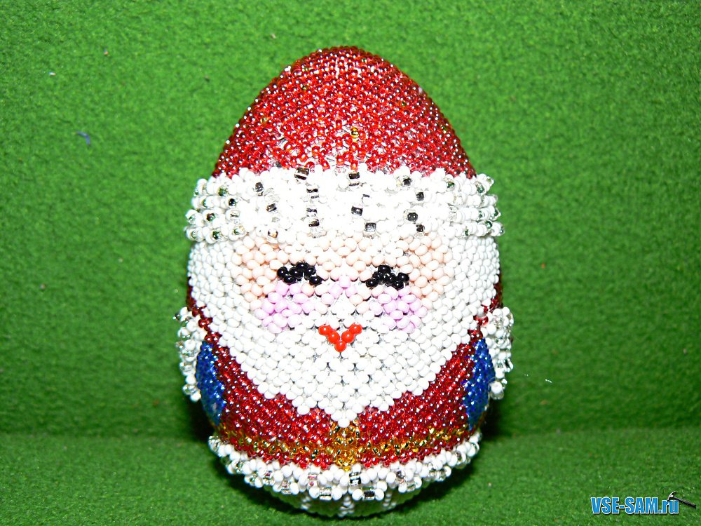 "Яйцо из бисера  ""Дед Мороз "" ."