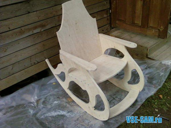 Кресло-качалка из фанеры, подкатной столик.