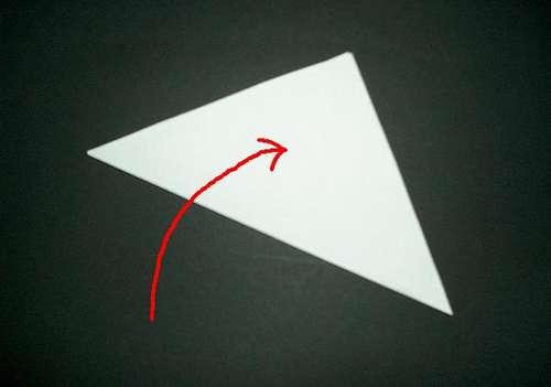 Чтобы сделать снежинку из бумаги нам понадобится бумага, ножницы, схемы...
