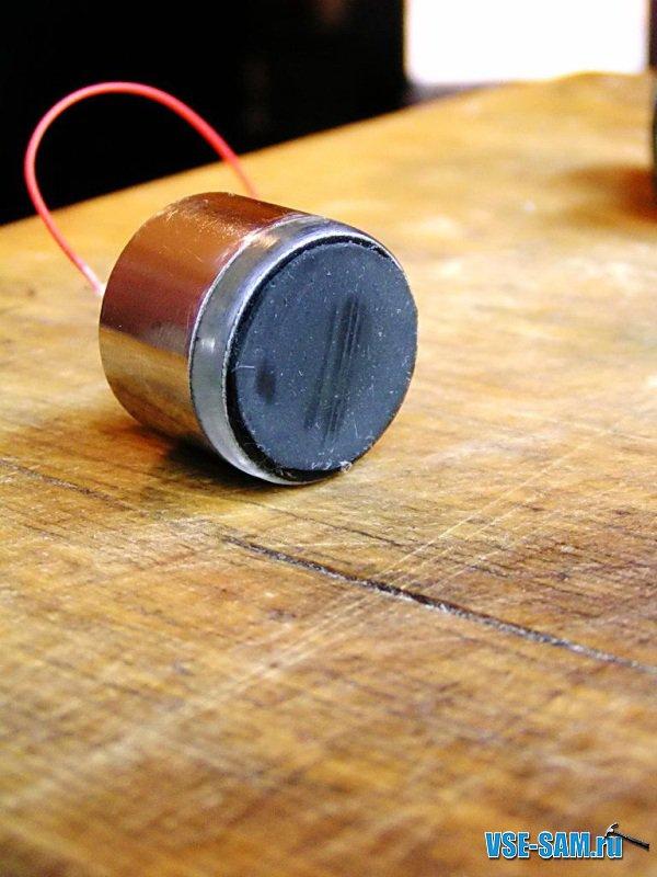 Мощность 2х25W,сделан на микросхемах TDA 7265 - это основной усилок, TDA 1517 - это усилок для наушников 2х5W...