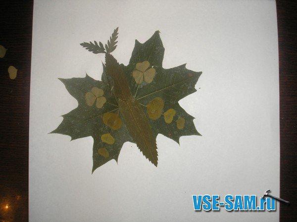На крылышках мотылька из мелких листиков мы делаем рисунок ( фото 04.