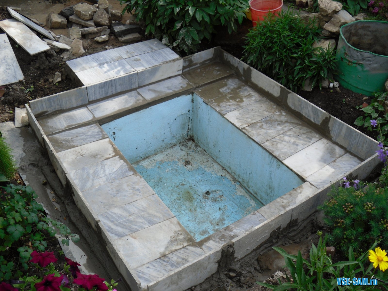Бассейн своими руками на даче из подручных материалов фото